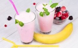 fruit-smoothies_73325798-1600x1600